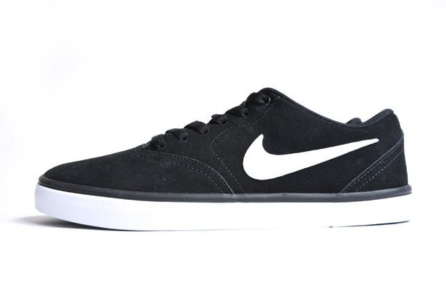 nikesbblack1_compressed